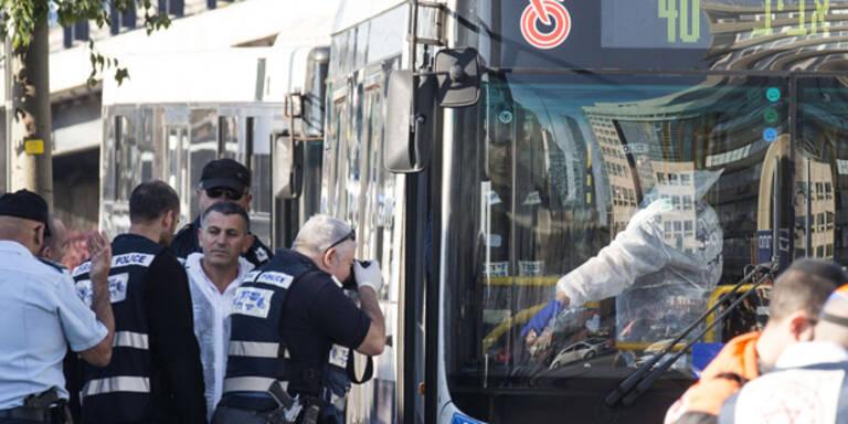 9 Verletzte nach Messerattacke im Bus