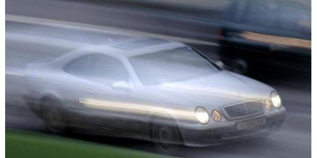 BMW flüchtet mit 206km/h vor der Polizei