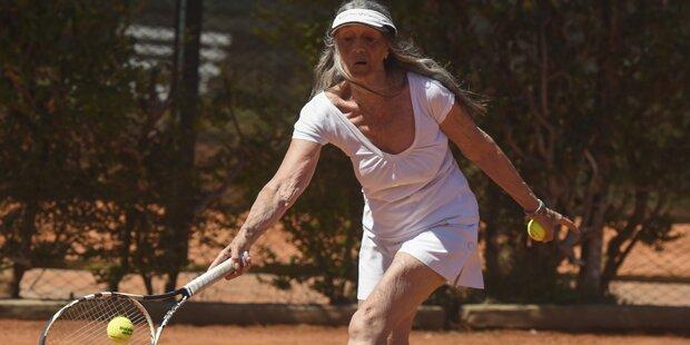 Irre: Tennis-Omi eilt von Sieg zu Sieg