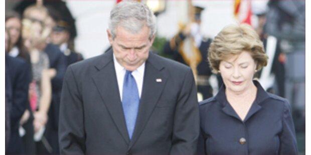 Bush gedenkt 9/11 mit einer Schweigeminute