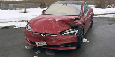 700 PS Tesla bei Probefahrt geschrottet