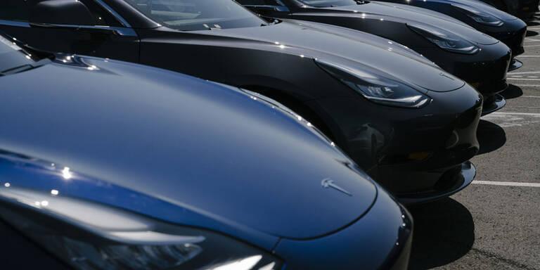 Elektroautos fahren gegen den Trend
