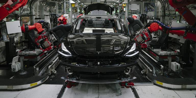 Tesla, VW und Daimler starten Produktion in Stammwerken