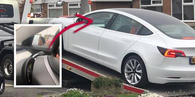 Neues Tesla Model 3 verliert Lenkrad während Fahrt