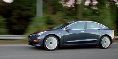 Tesla Model 3 überholt C-Klasse und 3er BMW