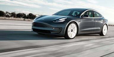 Tesla Model 3: Österreich-Version hängt Porsche 911 ab