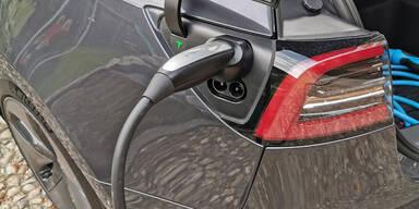 E-Autos offenbar deutlich sauberer als Diesel & Benziner