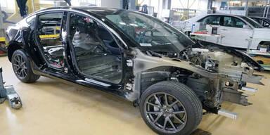 Zerlegtes Tesla Model 3 schockt VW und Toyota