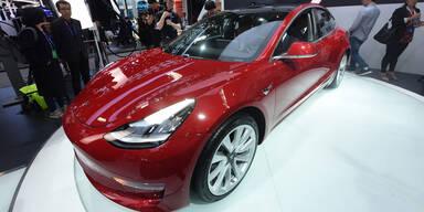 Tesla will Produktion beschleunigen