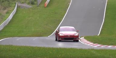 Tesla Model S offenbar schneller als Porsche Taycan