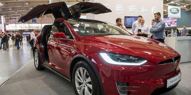 Tesla bleibt doch an der Börse
