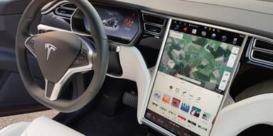 Behörde prüft Fehlfunktion von Tesla-Touchscreen
