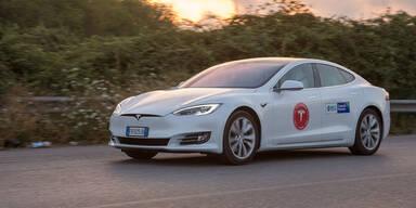 Tesla Model S: 1.078 km mit einer Akkuladung