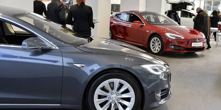 Tesla hält an seiner Offensive fest