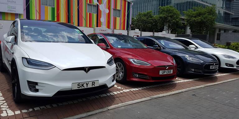 """Tesla: Mehr Akku-Reichweite für """"Irma-Flüchtlinge"""""""
