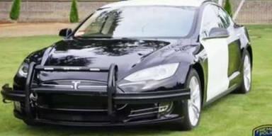 Tesla-Batterie wird während Verfolgungsjagd leer