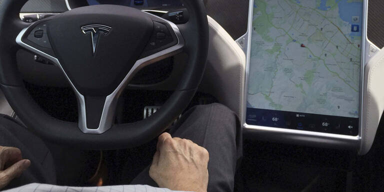 Unfall-Tesla fuhr offenbar zu schnell