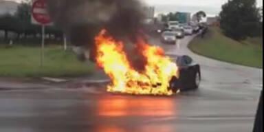 Video: Teurer E-Sportwagen geht in Flammen auf