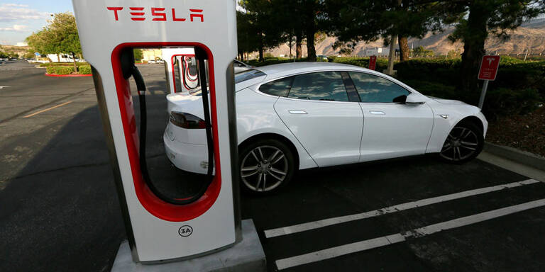 Tesla ruft tausende Ladeadapter zurück