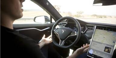 Tesla Model S & Model X lenken jetzt selbst