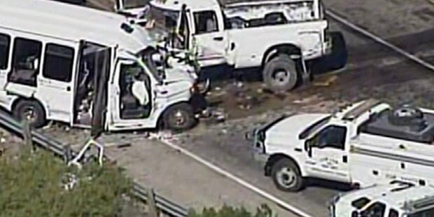 13 Tote bei Horror-Crash mit Bus