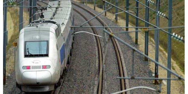 Zug brauste über Mann hinweg-unverletzt