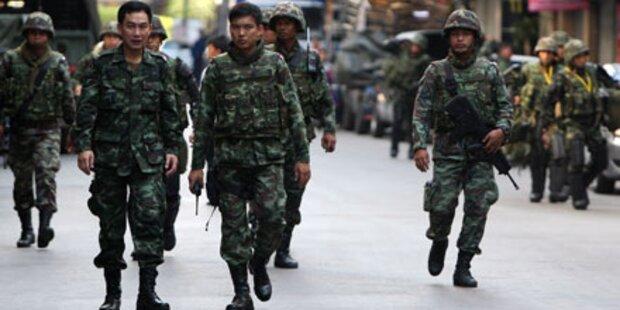 Soldaten riegeln Geschäftsviertel ab