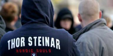 Boutique in Braunau verkauft Nazi-Klamotten
