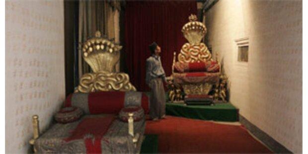 Nepals gestürzter König will Krone behalten