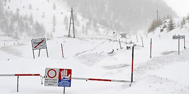 Neuschnee stürzt Tirol ins Chaos