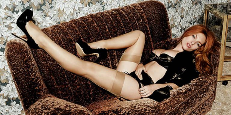 Josephine de la Baume provoziert in sexy Dessous