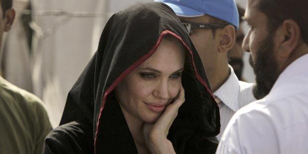 Jolie besucht Flutopfer in Pakistan