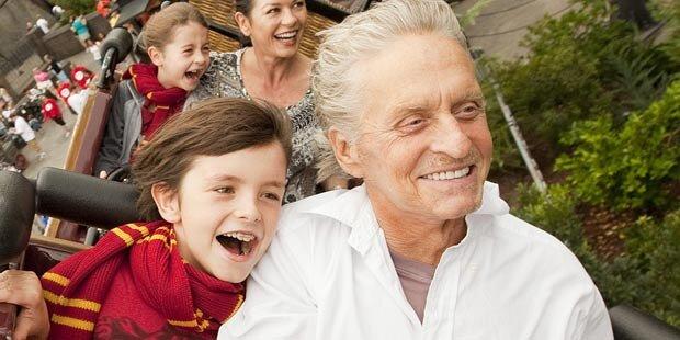So strahlt Michael Douglas mit Sohn Dylan