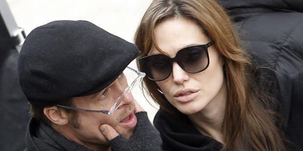 Brad Pitt outet sich als Brillenschlange