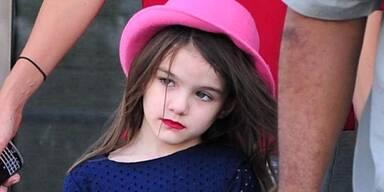 Erst regte die süße Tochter von Katie Holmes mit High Heels auf, jetzt spaziert sie mit knallrotem Lippenstift New York: Suri Cruise ist erst fünf Jahre alt!