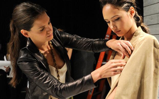 Katie Holmes gibt Mode-Debüt in New York