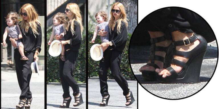 Rachel Zoe trägt viel zu enge Schuhe