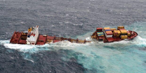 Havariertes Containerschiff bricht auseinander