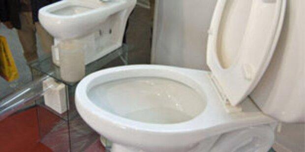 Kunde verrichtete Notdurft auf Ausstellungs-WC