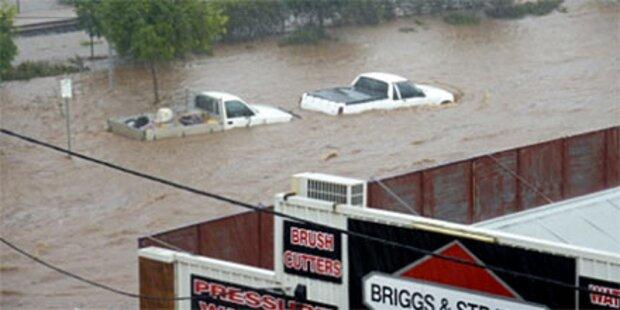 Sturzflut rast durch australische Stadt