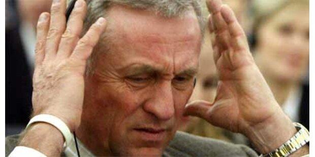 Ex-Premier mit Stein am Kopf beworfen