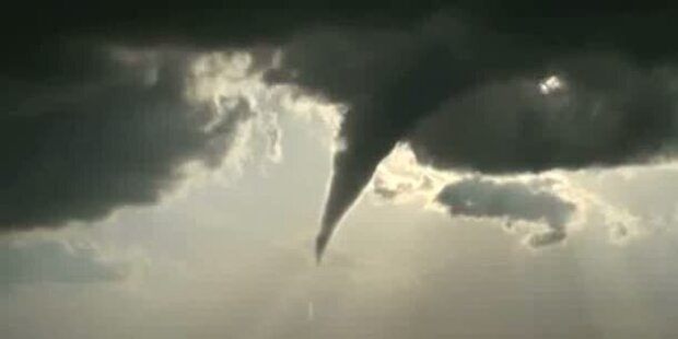 Spektakuläre Aufnahmen von Tornado