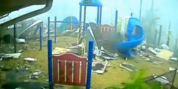 Tornado fegt über Spielplatz