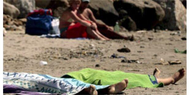 Sonnenbaden neben toten Roma-Mädchen