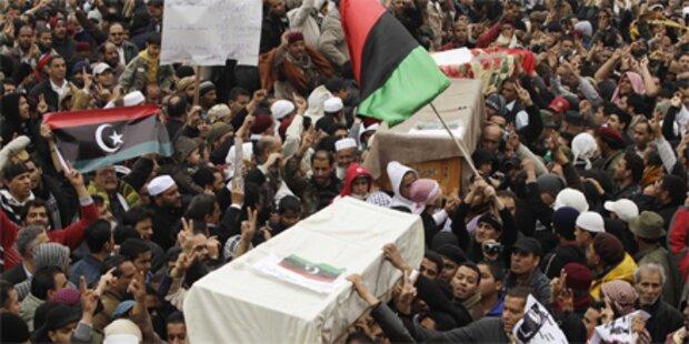 100.000 Menschen fliehen aus Libyen