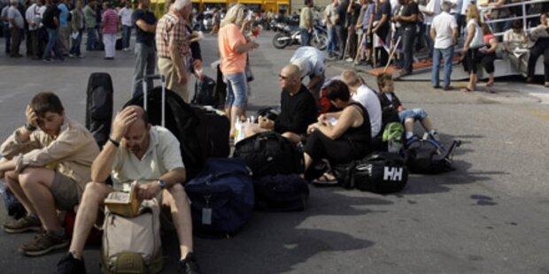 Streik: Touristen sitzen in Piräus fest