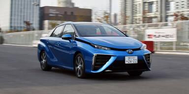 Wasserstoff-Auto von Toyota kommt an