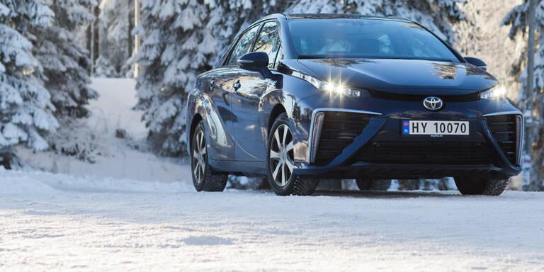 Brennstoffzellen-Toyota im Härtetest