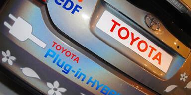 Toyota: Kabellose Akku-Aufladung für E-Autos
