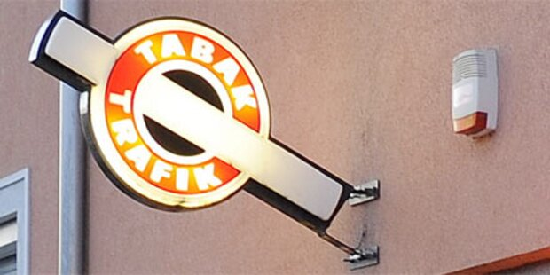 Räuber bedrohte Trafikantin mit Messer